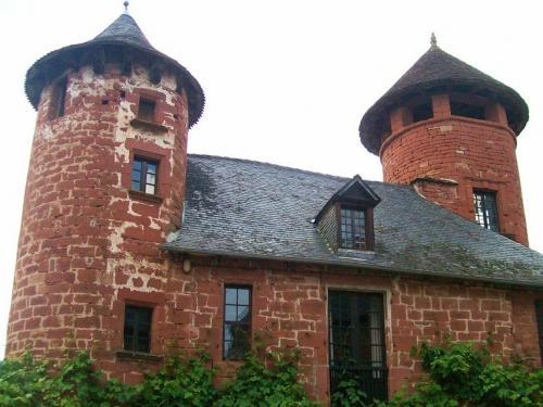 Collonges-la-Rouge - banal Vier