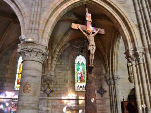 Interior of the church Saint-Saturnin: Cross Mission