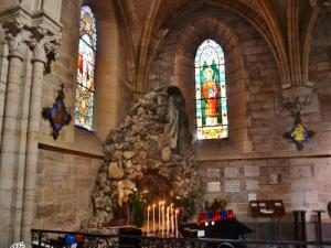 Inside the church of Saint-Saturnin: the Lourdes Grotto