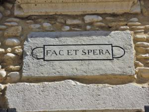 And hopefully, Latin motto on an old house (© JE)