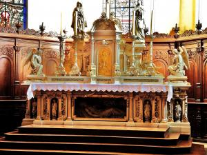 church Altarpiece St. Peter and Paul (© Jean Espirat)