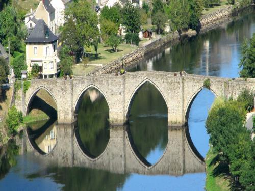 Bridge of the thirteenth century to Entraygues-sur-Truyère