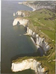the views of the cliffs of Etretat doors, from the top vision : the town of Etretat, the downstream gate and the needle, then Maneporte, to finish with the curtain and the beach of lime