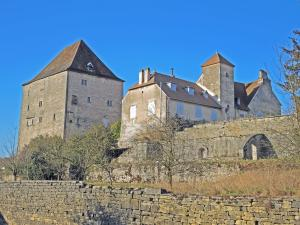 buildings of the old castle (© Jean Espirat)