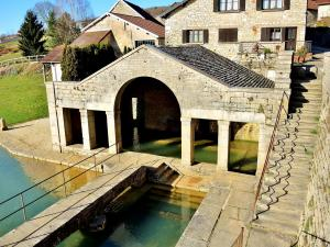 Lavoir of the source of the Roman (© Jean Espirat)