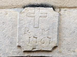 Old Crest on a lintel (© Jean Espirat)