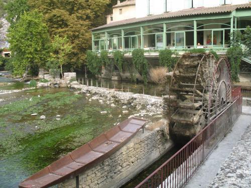 Fontaine de vaucluse guide tourisme vacances - Fontaine de vaucluse office de tourisme ...
