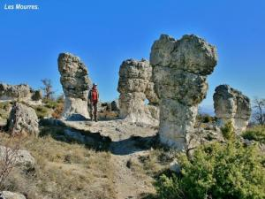 discover this landscape of rocks shaped like mushrooms, arches and bridges overlooking the Forcalquier basin, and the Durance Valensole. The Mourres by their sub-desert environment and fantastic looking, often inspired local writers. Ranked sensitive natural area, to preserve to enjoy it for a long time
