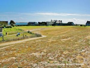 Glénans - Panorama of the interior of the island Saint - Nicolas ( © JE)