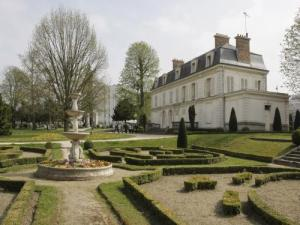 Chateau Cadet de Vaux and the park