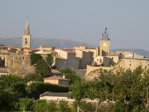 Grillon - Tourism, holidays & weekends guide in the Vaucluse