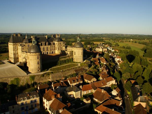 Hautefort - Tourism, holidays & weekends guide in the Dordogne
