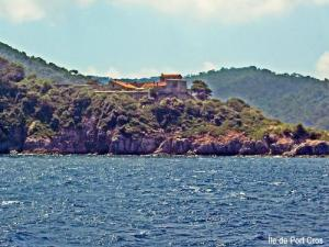 Island Of PortCros Natural Site In Hyères - Location port cros