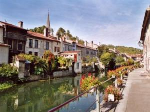 The wharf Peceaux along the Marne