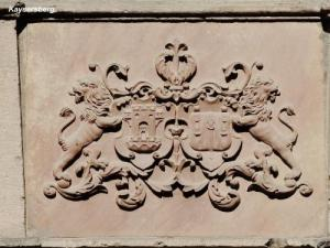 coat of arms on a wall (© Jean Espirat)