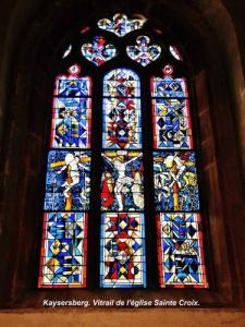 Stained glass window of the choir of the Holy Cross church (© Jean Espirat)