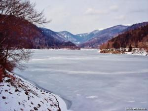 the lake completely frozen ( © Jean Espirat )