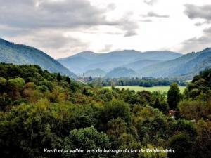 Panorama of the village and the valley ( © Jean Espirat )