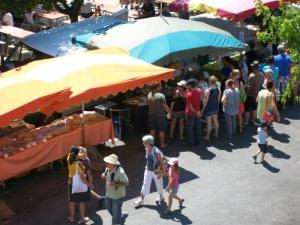 The Mercadou du Larzac - Farmers Market at The Cavalry