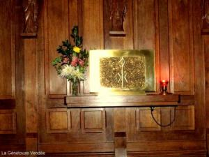 Inside the church: copper engraving to honor peace