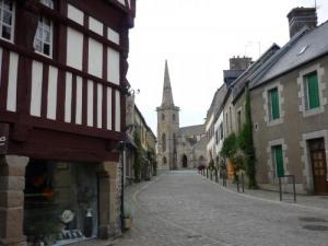 Street to the church La Roche-Derrien