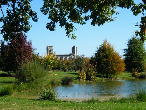 La Romieu - Tourism, holidays & weekends guide in the Gers