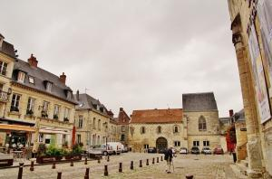laon tourism holiday guide