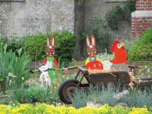 decorated central Parterre Easter