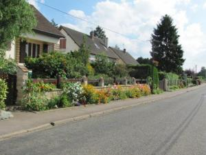 Flowering street Routis in Coudray-Saint-Germer