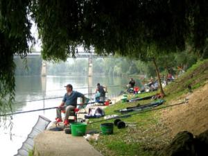 Fishing along the Seine (Pecq © City of)