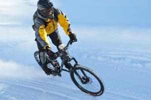 snow mountain biking (© Cyril Cousin)
