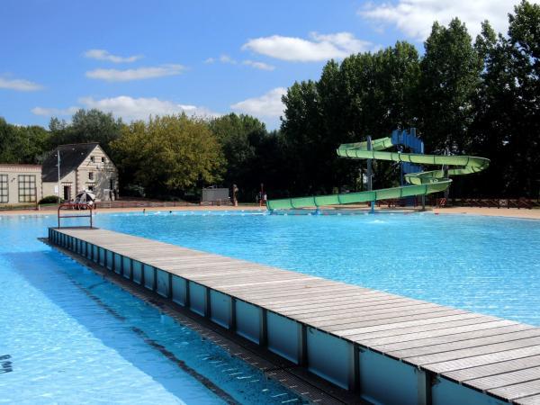 swimmingpool design ideen flachen, schwimmbad von ponts-de-cé - freizeitstätte in les ponts-de-cé, Design ideen