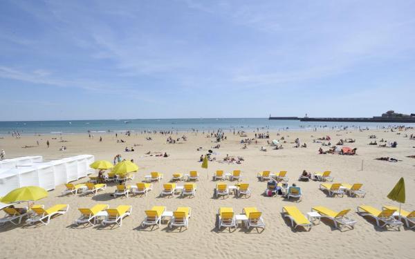 Grande plage des sables d 39 olonne lieu de loisirs aux - Tapissier les sables d olonne ...