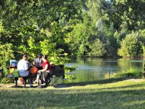 The Lake Carolins : fishing, walking, relaxing, picnicking