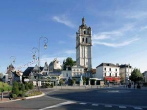 Place de la Marne and Tour Saint Antoine