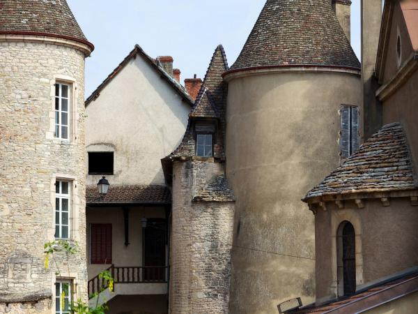 Lugny - Tourism, holidays & weekends guide in the Saône-et-Loire