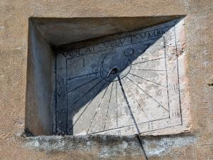 The sundial dated 1707 visible in the street of the Church