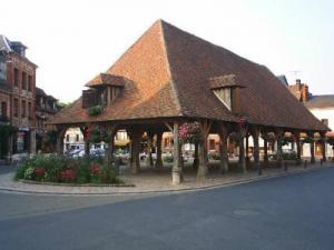 Lyons la for t guide tourisme vacances - Piscine foret noire allemagne saint denis ...