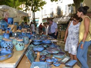 Pottery market of Manosque