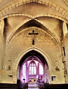 Nave of the church Saint-Symphorien (© Jean Espirat)