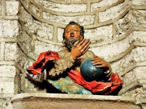polychrome statue in the church (© Jean Espirat)