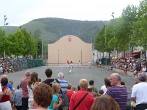 Feast of the Espadrille on August 15 - Pelota on the pediment (© Mairie)