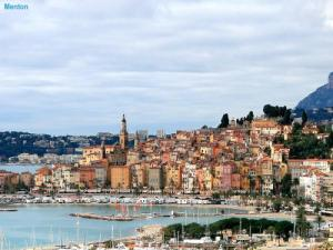 Menton seen from the road of Super-Garavan (© Jean Espirat)