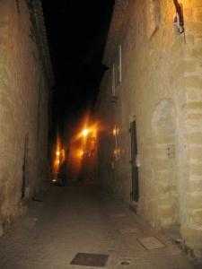 Ruelle old Miramas night