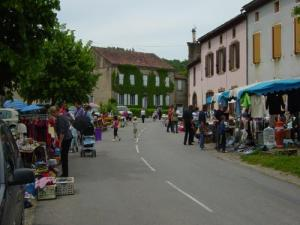 Flea market on the Strings of Monestiés