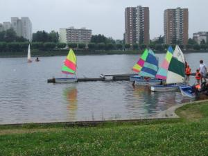 Sailing courses at the foot of homes Montcelliennes