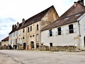 Buildings of the former Abbey of noble ladies (© Jean Espirat)
