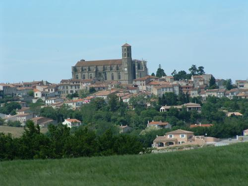 Montréal - Tourism, holidays & weekends guide in the Aude