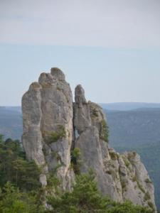 Rock above Mostuéjouls (© Soleilo)