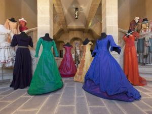 Costumes Collection CNCS dans le grand escalier